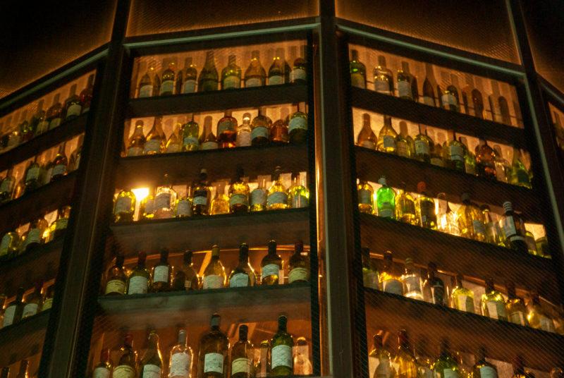 たくさん並んだ酒瓶