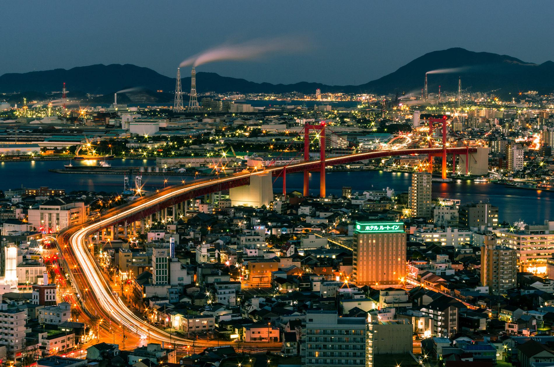 福岡県北九州市若戸大橋あたりの夜景