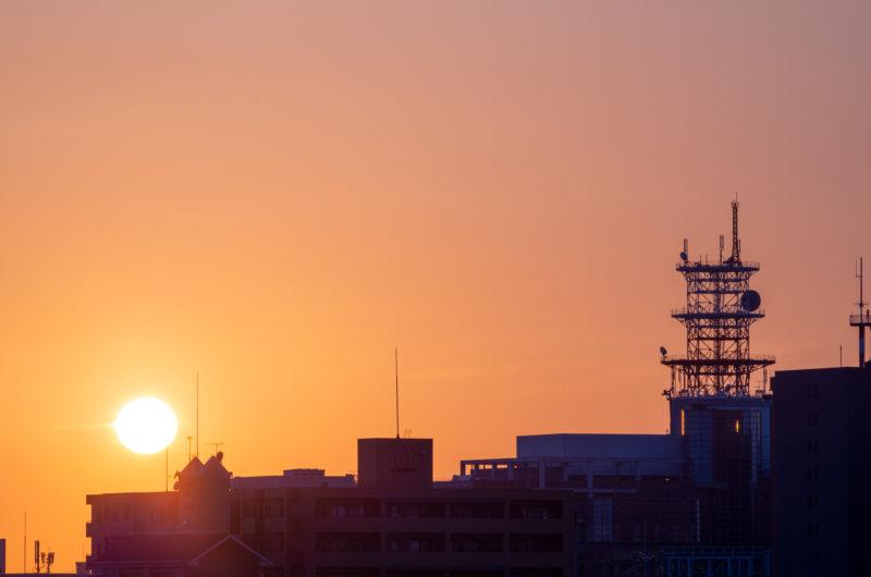 夕陽とアンテナ