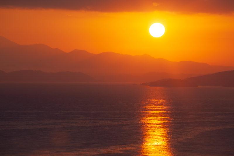 海と山と太陽