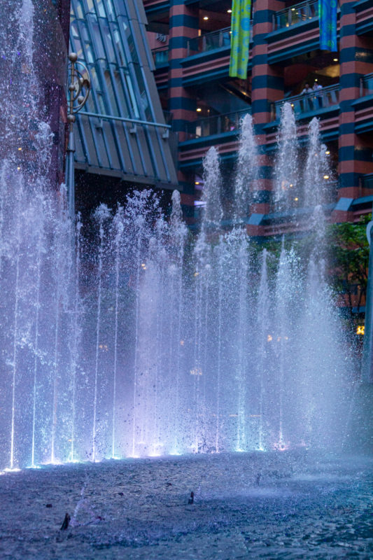 キャナルシティ博多の噴水の水しぶきの写真