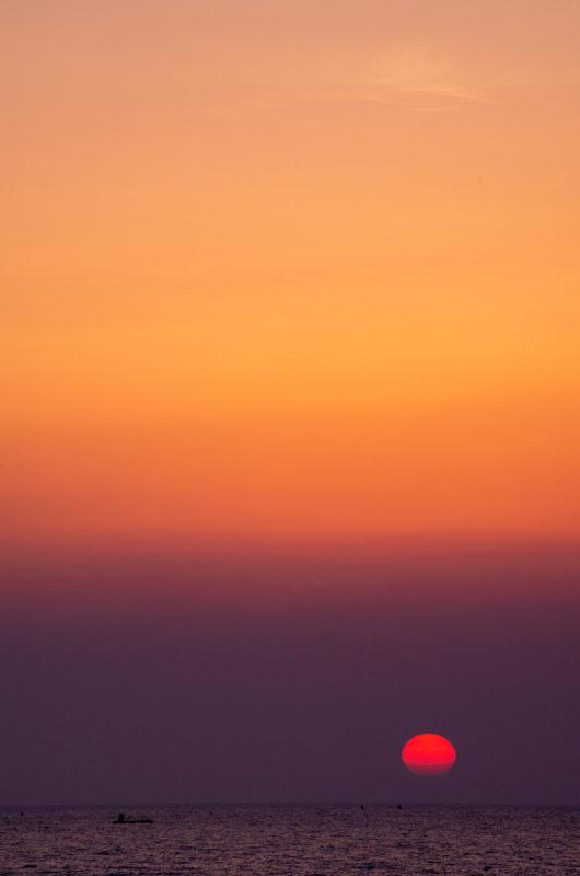 海に沈む太陽 夕景
