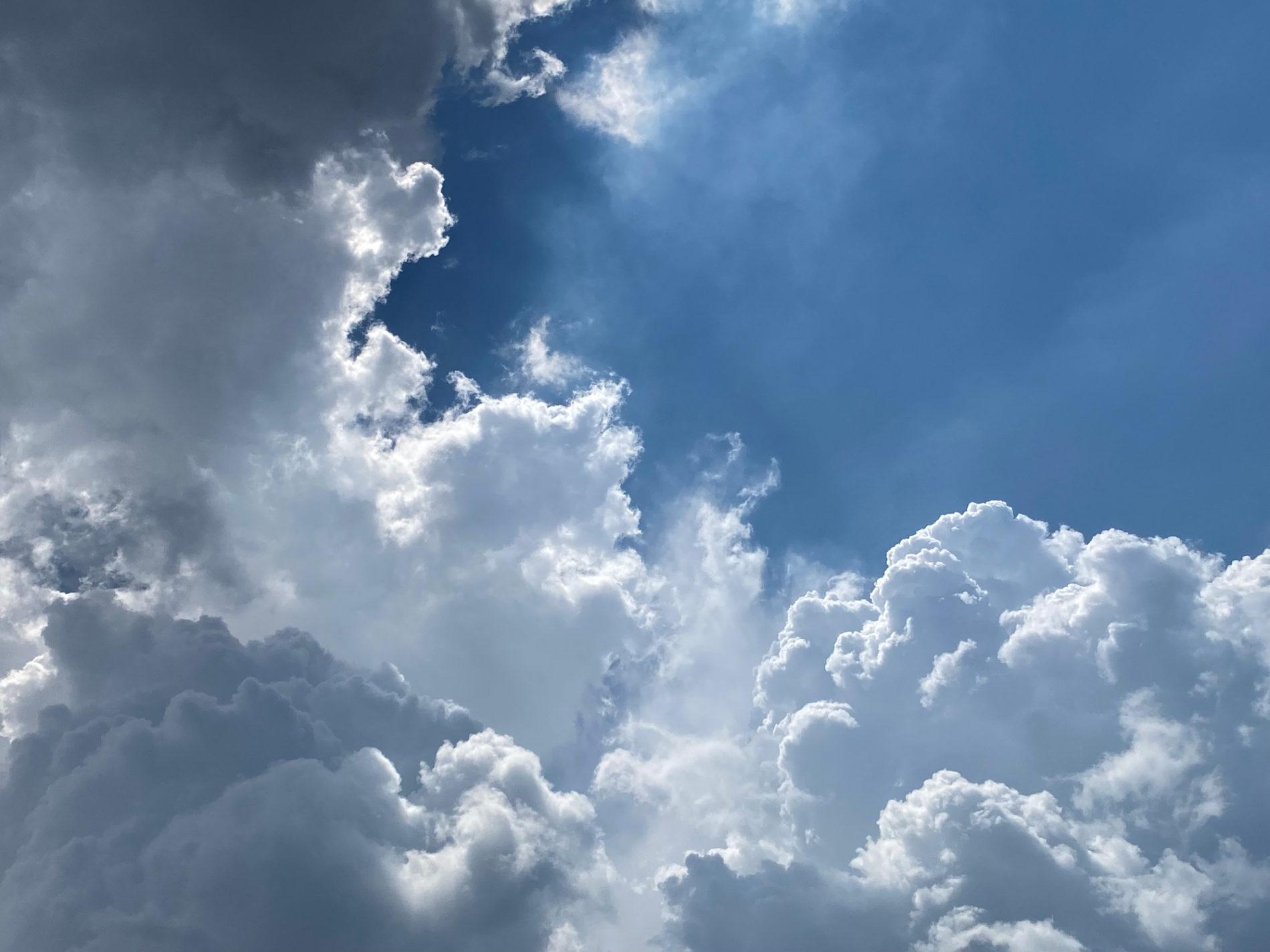天気急変前の空 入道雲